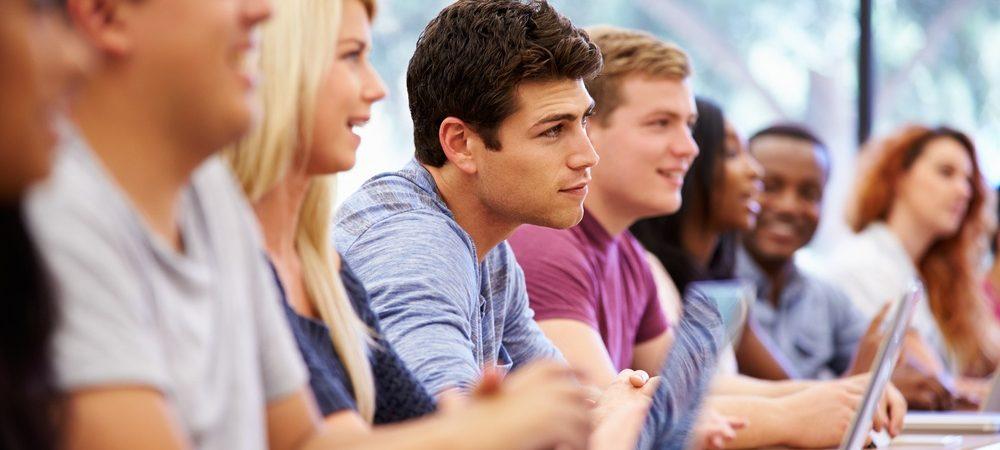Как устроить безвизового иностранца-студента на работу