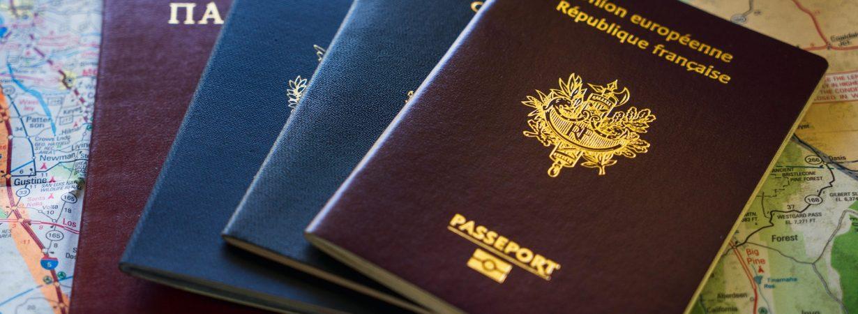 Каким сотрудникам необходим нотариальный перевод паспорта?
